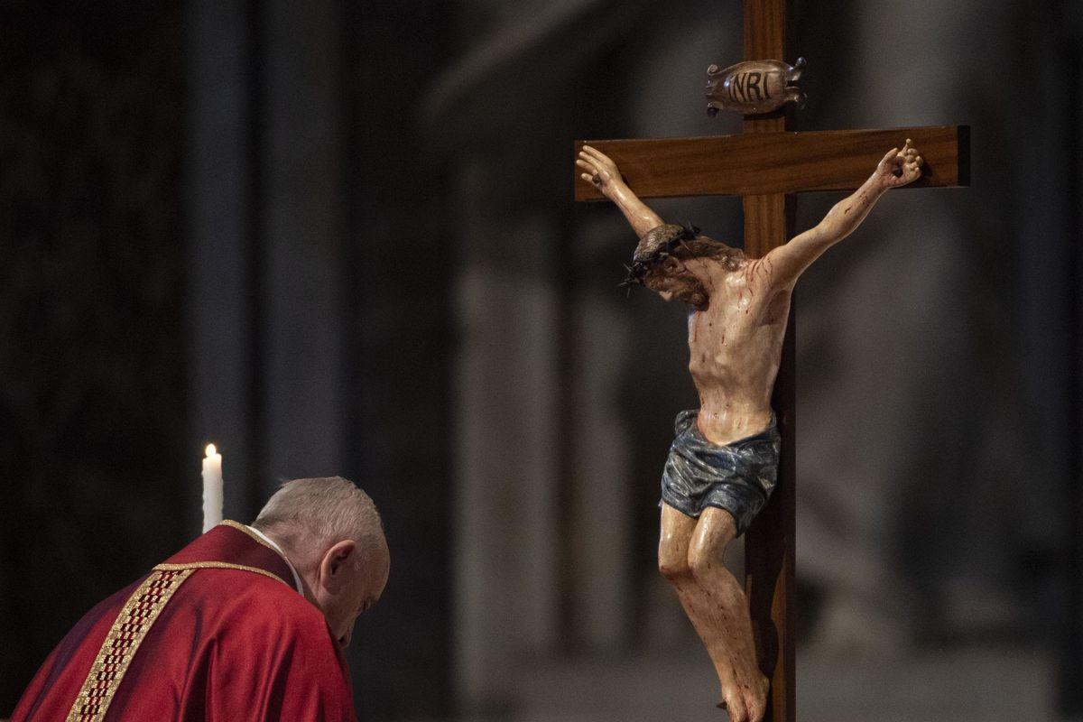 Nella Via Crucis secondo Francesco l'unica passione è quella dei migranti