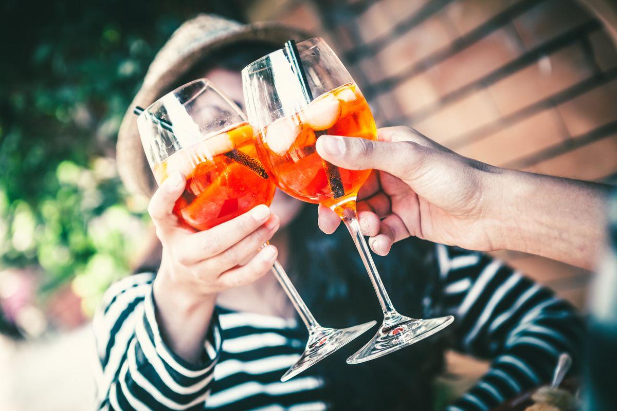 L'Italia patria dell'aperitivo ora si abbuffa di happy hour
