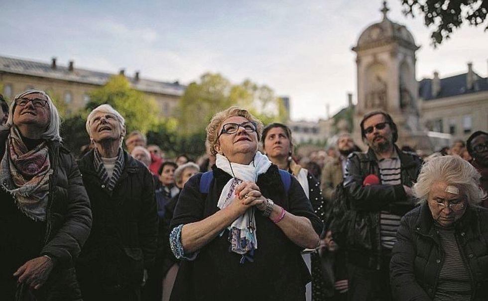 Così la Francia ha ripreso a pregare