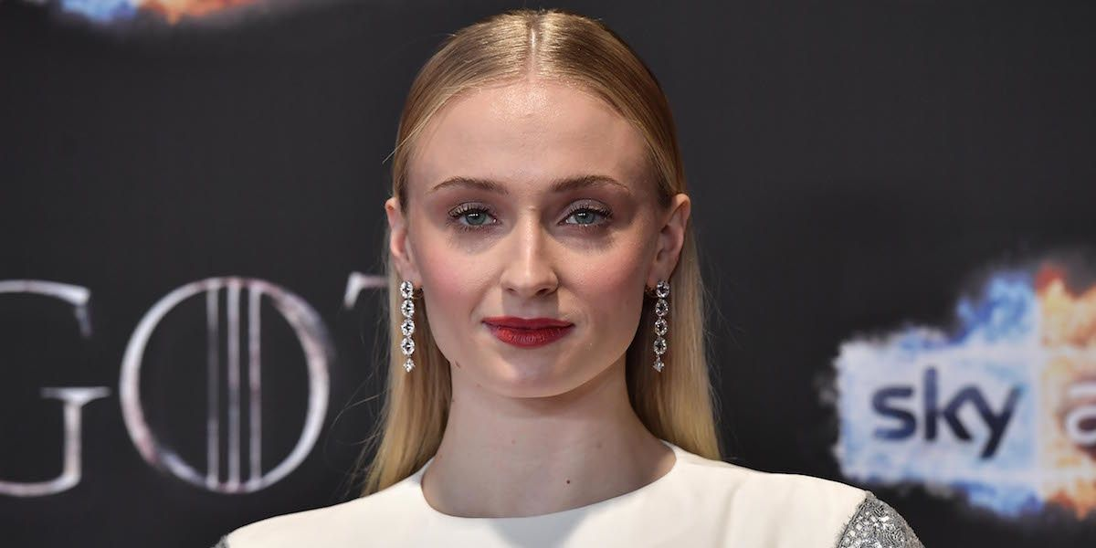 """Sophie Turner Drinks To Gendry """"Hop Hop Hoppin' Into That Pussy"""" For Easter"""