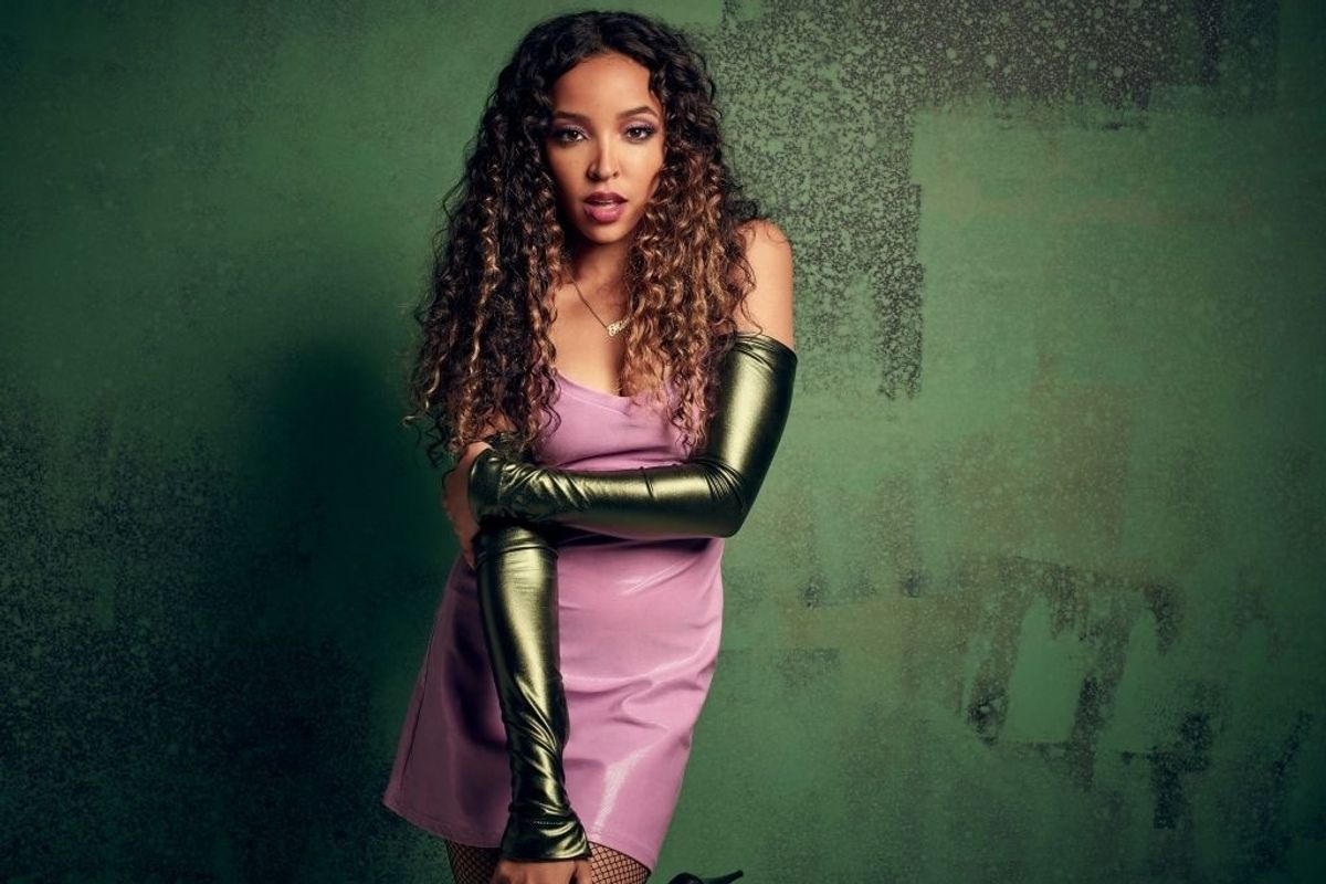 Please Follow Tinashe on Twitter