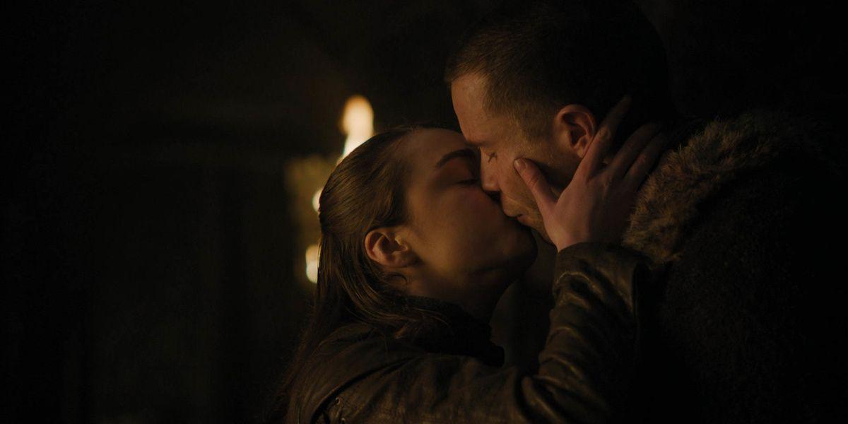 Don't Underestimate The Power Of Arya Stark's Side Boob
