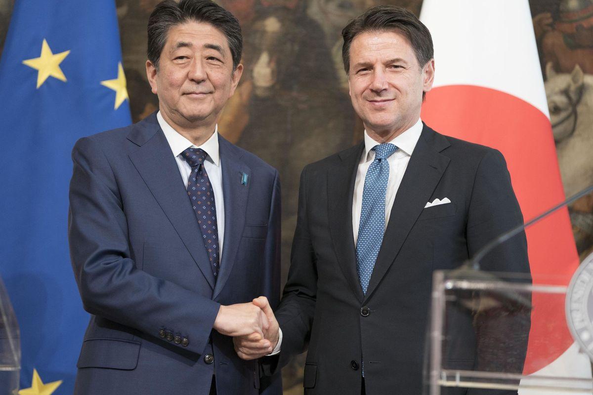 Tra i simboli, la spada e il gioiello parte la sfida del nuovo Giappone