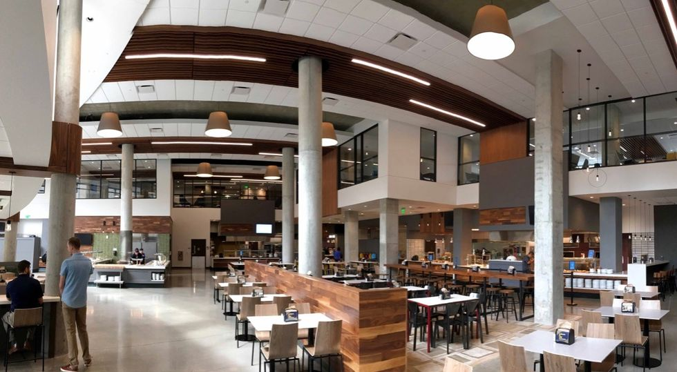 5 Tips to Stay Healthy in College with a 24 Hour Access Dining Hall