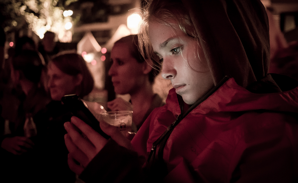 How To Get Off Your Phone And Stop Waiting For Him To Text You Back