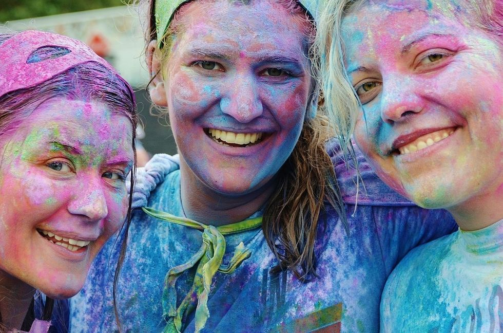 https://pixabay.com/photos/girls-colorful-smile-funny-438152/