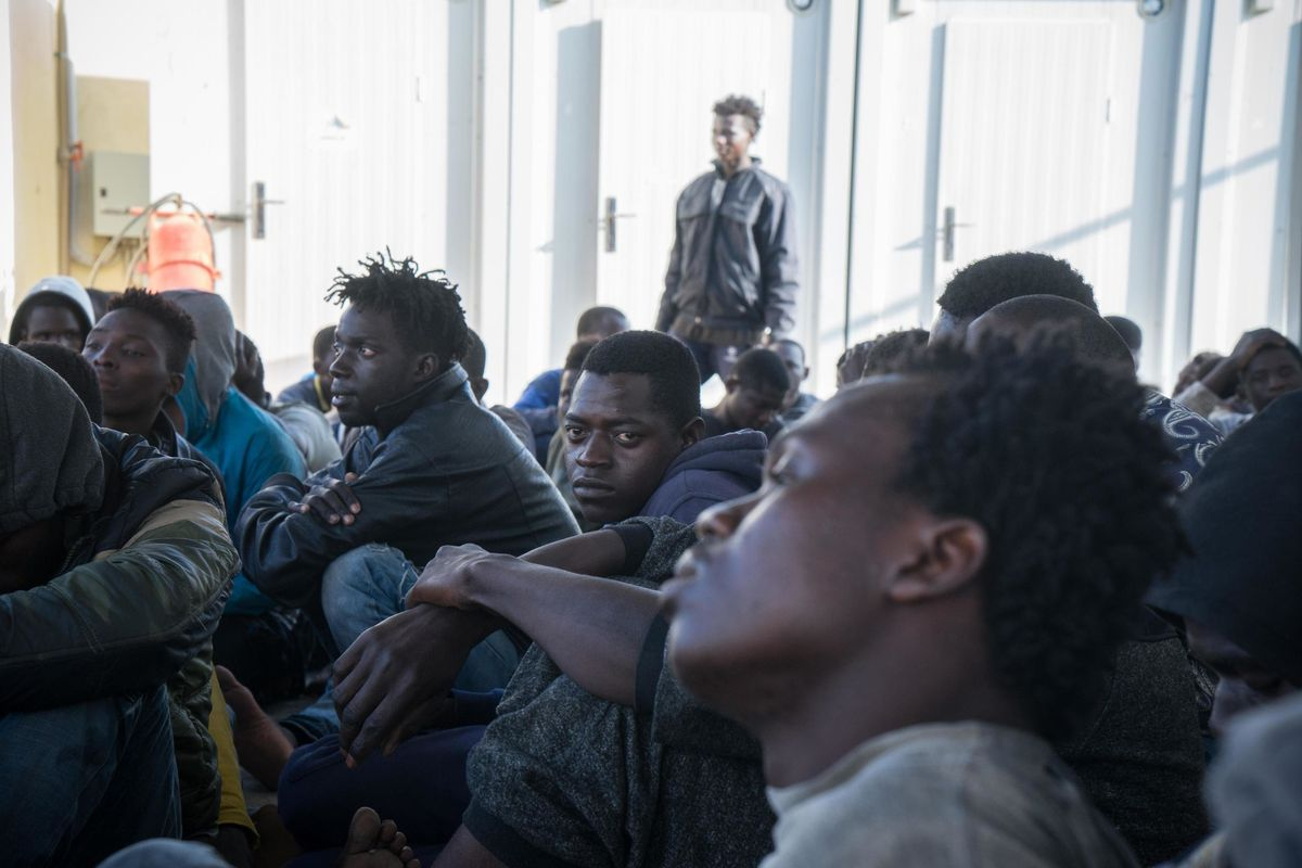 Chi è in attesa di espulsione va rinchiuso o spedito su un'isola