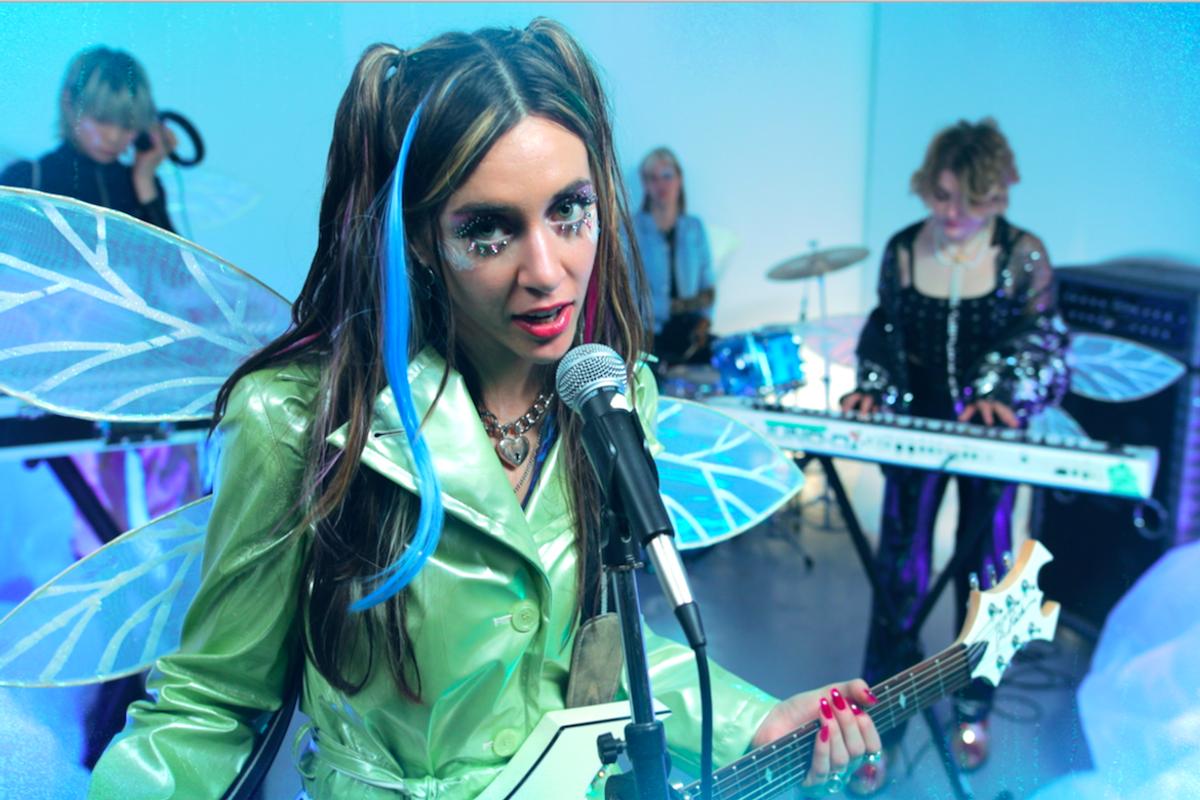 Cowgirl Clue Premieres 'Icebreaker' Music Video