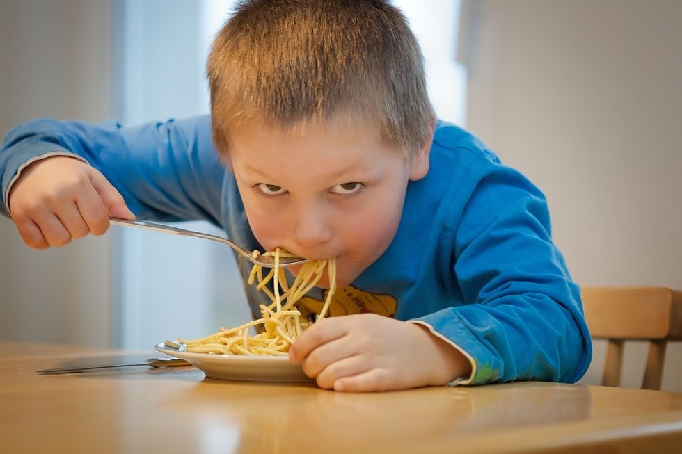 https://pixabay.com/photos/eat-noodles-children-pasta-1583954/