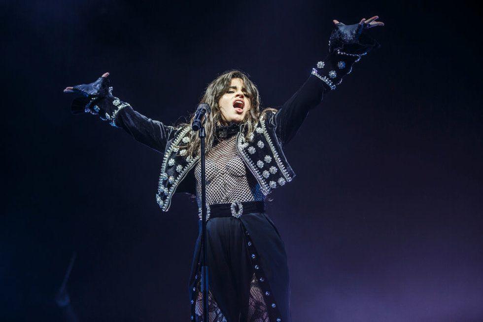 cantantes-latinas-poderosas-bilingues-triunfan camila cabello