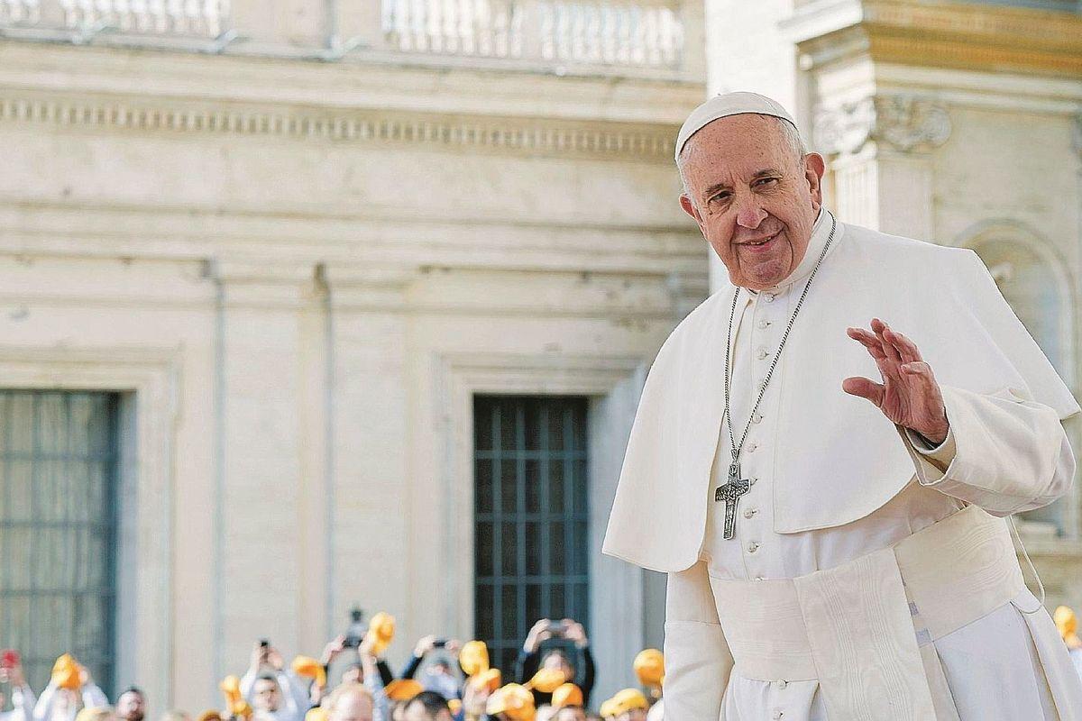 All'«Espresso» arruolano Bergoglio. E lui li beffa parlando contro l'aborto