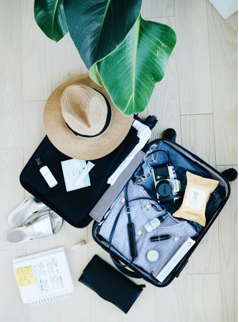 10 Items You Absolutely Need In Your Carry-On When Traveling