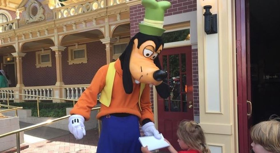 Guy who played Goofy at Disneyland shares the most heartbreakingly beautiful story we've ever heard.