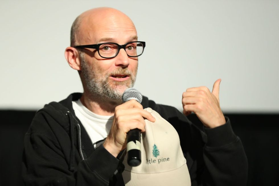 It took Moby three tries but he finally figured out how to apologize for lying about dating Natalie Portman.
