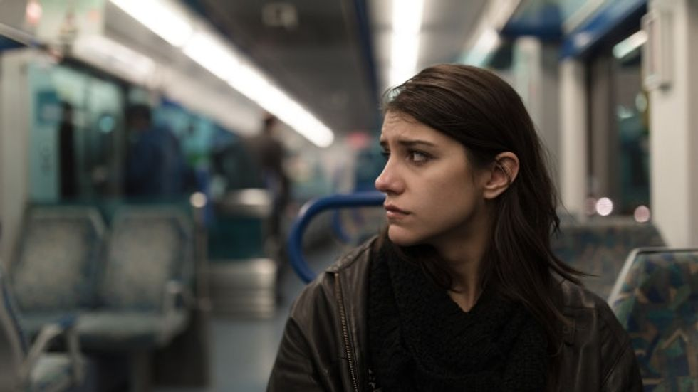 Woman's viral thread about a stranger on the train asking her for help is a must-read.