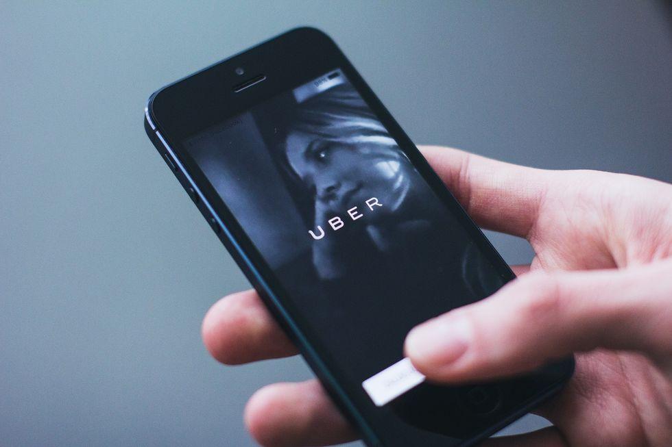 https://www.pexels.com/photo/uber-smartphone-iphone-app-34239/