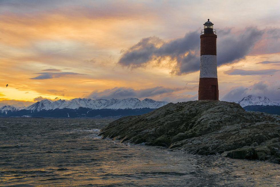 https://pixabay.com/photos/lighthouse-ushuaia-beagle-channel-4073638/