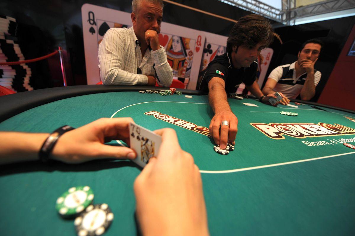Accerchiato dal gioco d'azzardo e dalle leggi, il poker online passa di moda