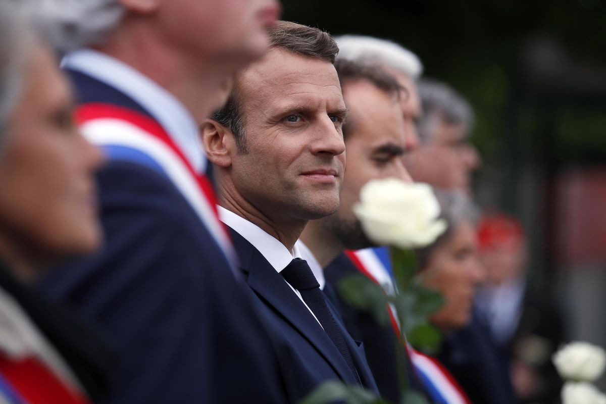 Macron buca le gomme all'Europa