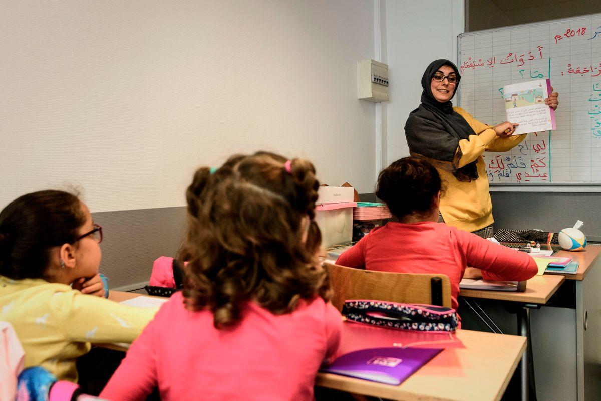 Per integrare una bimba egiziana insegnano l'arabo a quelli italiani