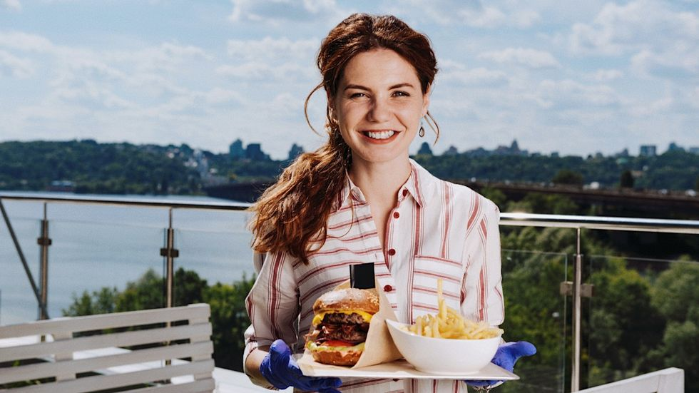 4 Things You Should Know About Your Local Waitress BEFORE Going Out To Eat