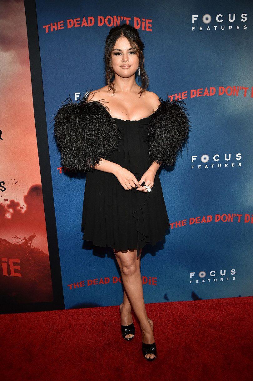 plumas tendencia moda verano aprobada celebrities selena