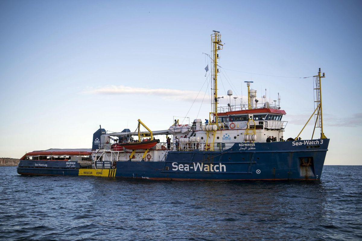 I tassisti del mare sfidano la legge e puntano sull'Italia