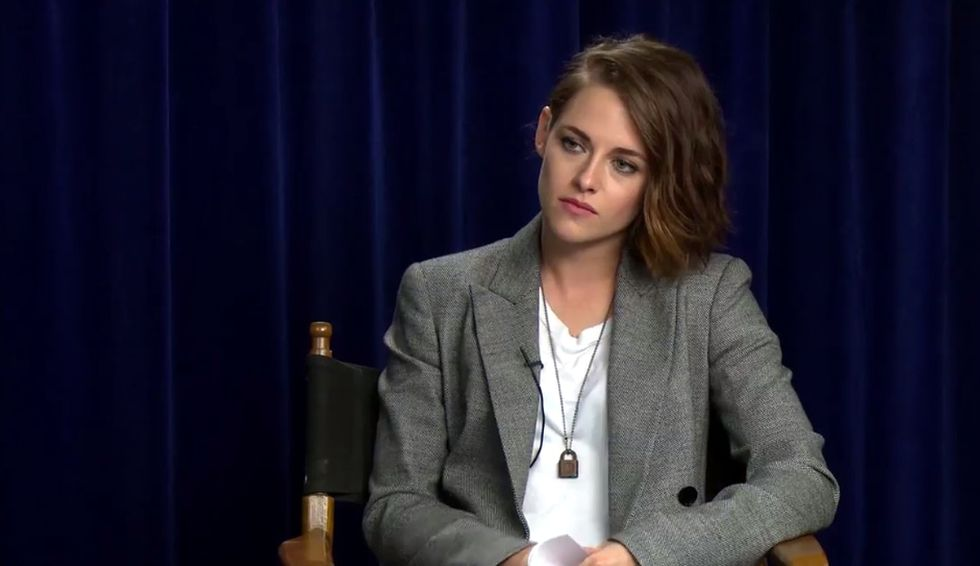 Kristen Stewart asks Jesse Eisenberg insulting questions to prove a point about sexism in the media.