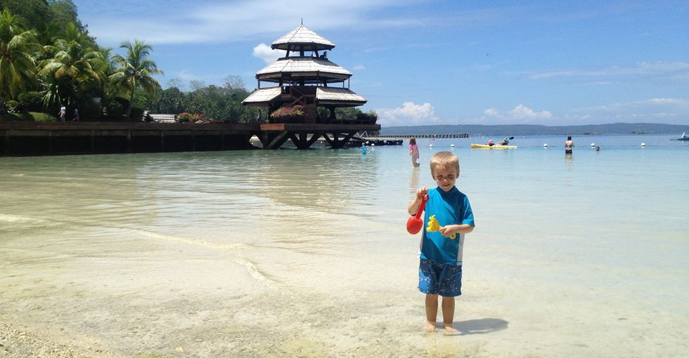4 kids, 2 parents and a (literal) world of travel: This family has no home — and they love it!