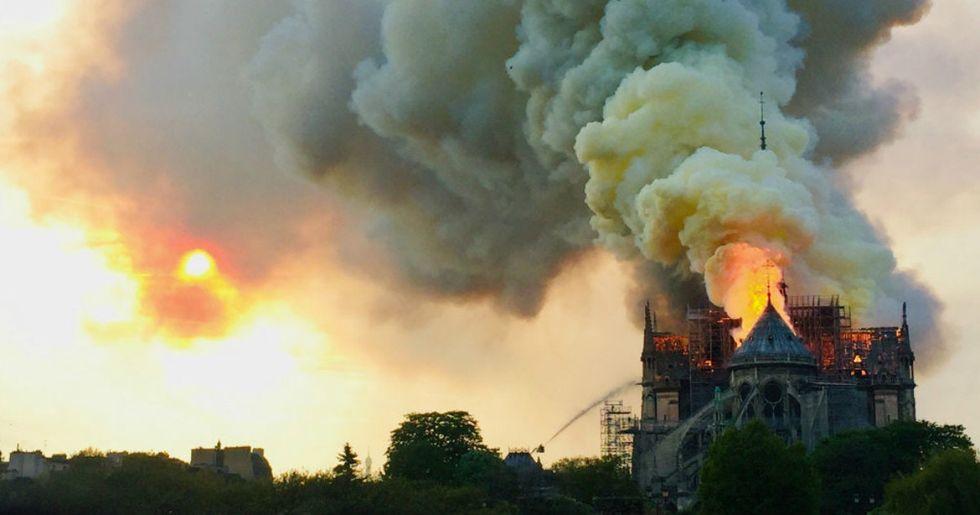 Barack Obama and President Trump respond to the tragic Notre Dame fire.