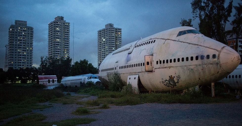 The airplane graveyard that 3 families call home is the subject of a stunning photo series.