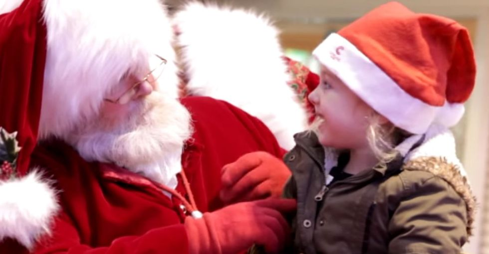This Santa doing sign language for 40 seconds will melt your heart in the best way.