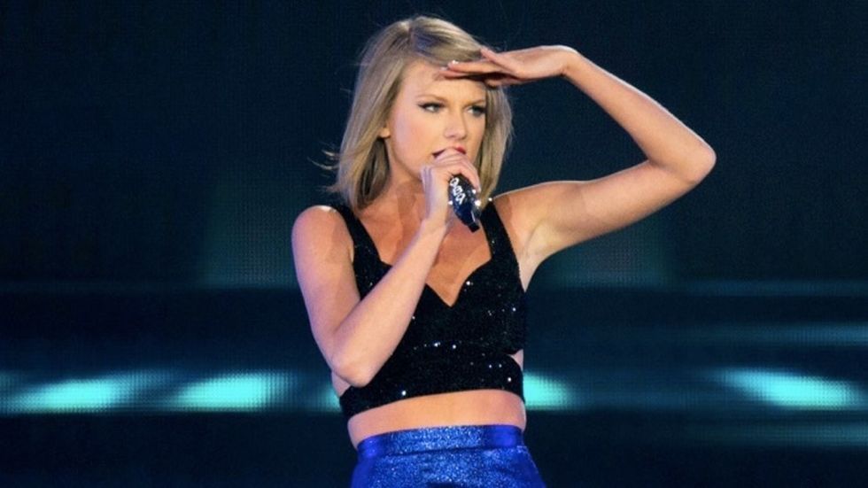 A grieving Phoenix mom received the tribute of a lifetime from Taylor Swift.