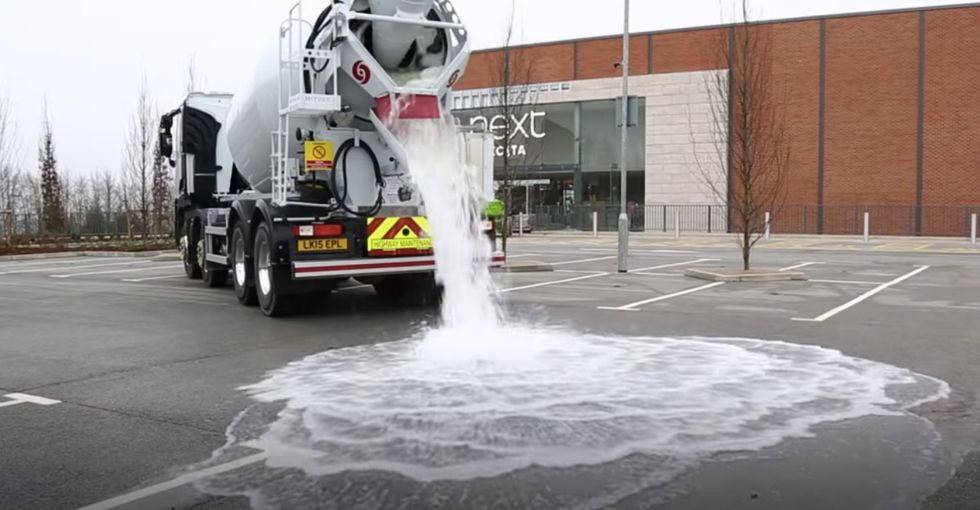 Watch this sponge-like concrete soak up 4,000 liters of water in one minute.