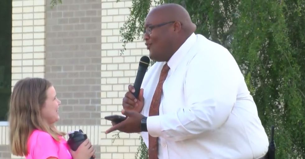 This assistant principal who sings and dances during school drop-off every morning wins life.