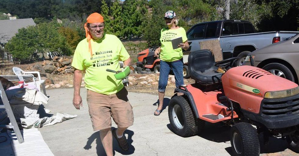 Laguna Beach residents connect online to shower their area with acts of kindness.