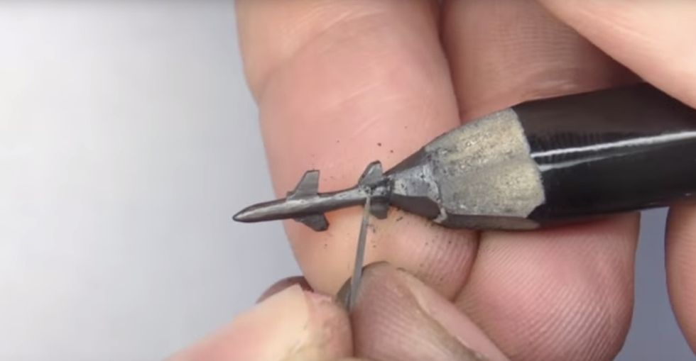 These 13 tiny pencil sculptures are truly magnificent.