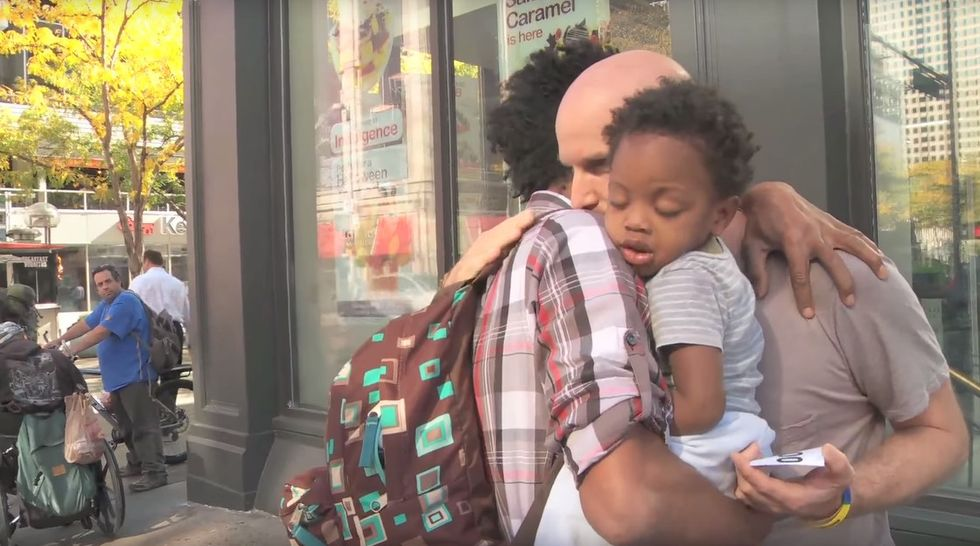 A homeless dad needed help. The Internet stepped up to give it to him.