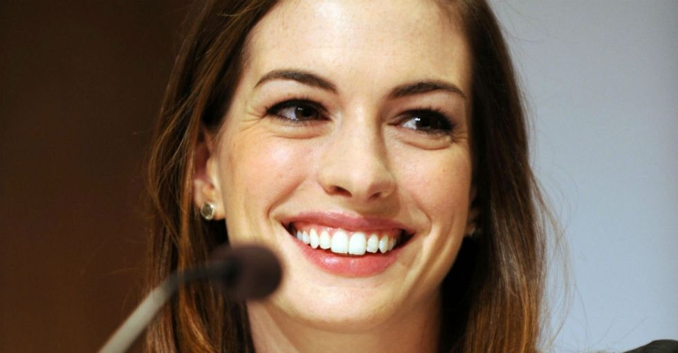 Why Anne Hathaway's body-positive pic of her baby bump deserves a Like.