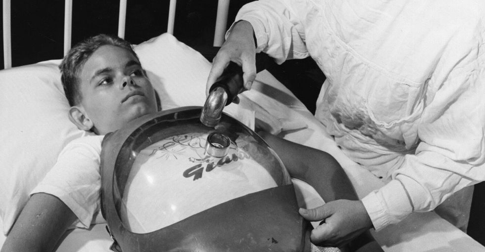19 fascinating pictures to remind us what polio used to look like.