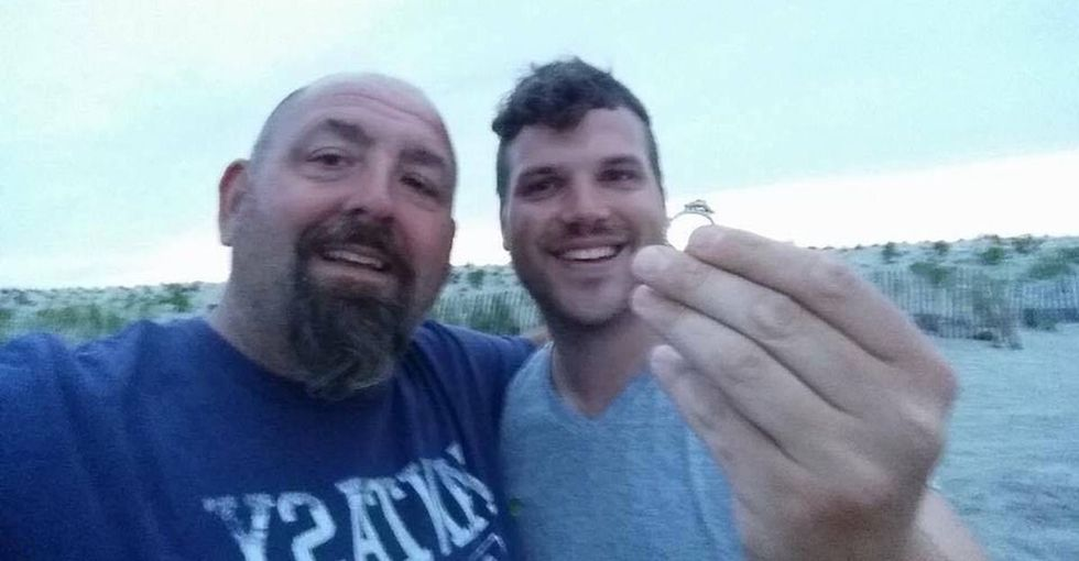 This guy dropped everything to search for a stranger's missing wedding ring.