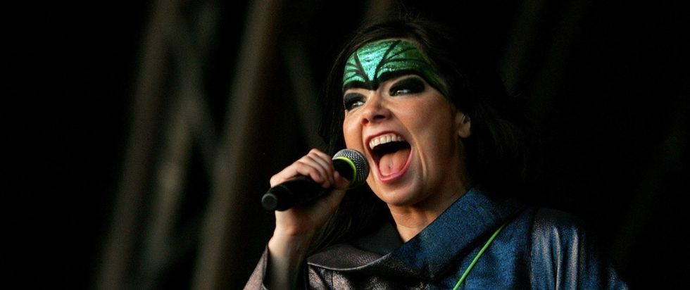 Björk explains how DJing and sexism work to critics who don't understand either.