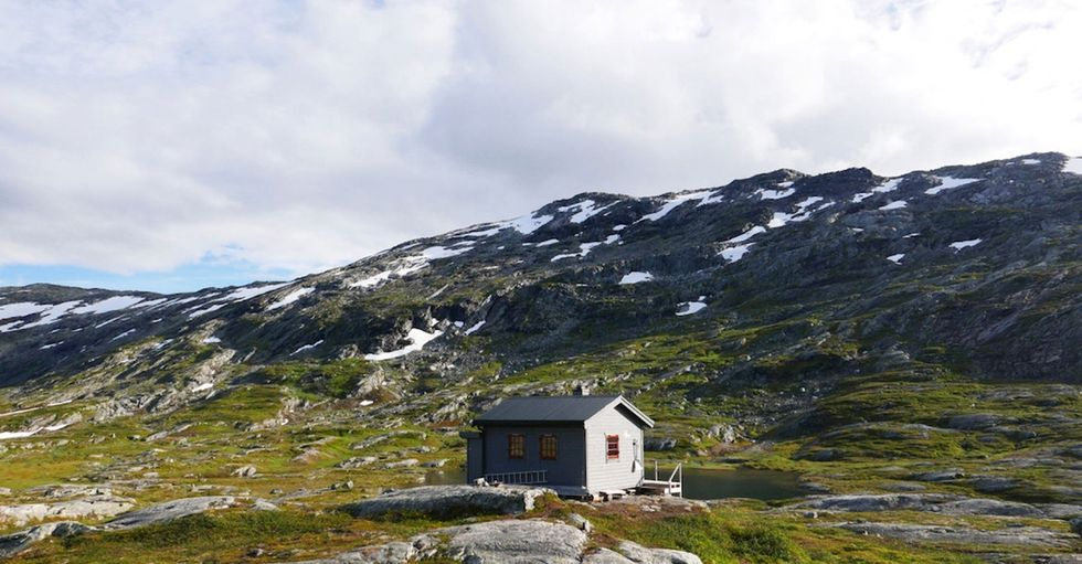 15 super-remote cabin photos to take your mind away from, well, everything.