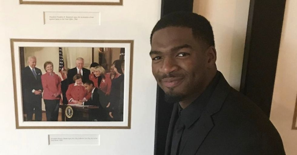 While visiting Trump's White House, this NFL player posted a powerful letter to Obama.
