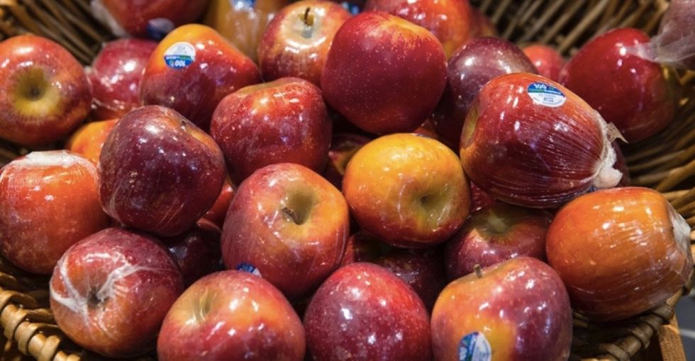 Scientists reveal the best tool for cleaning fresh apples could be right in your pantry.