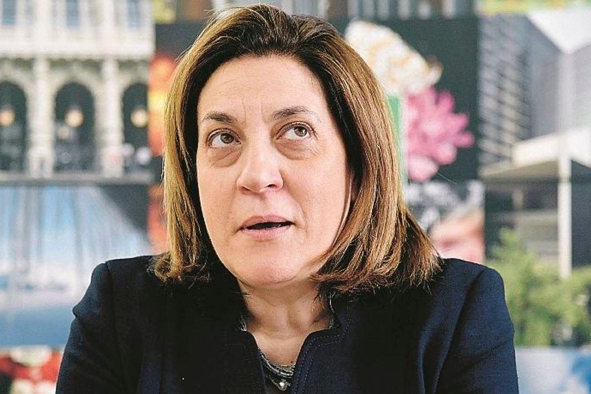Umbria, la Marini senza vergogna. Vota contro le dimissioni e si salva