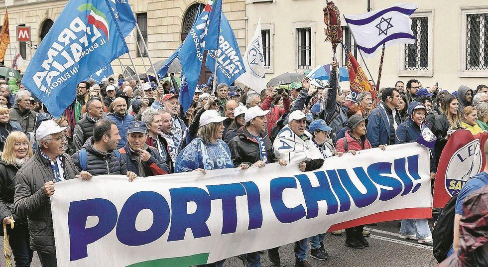 Salvini al popolo del Duomo. «Estremisti del buonsenso»