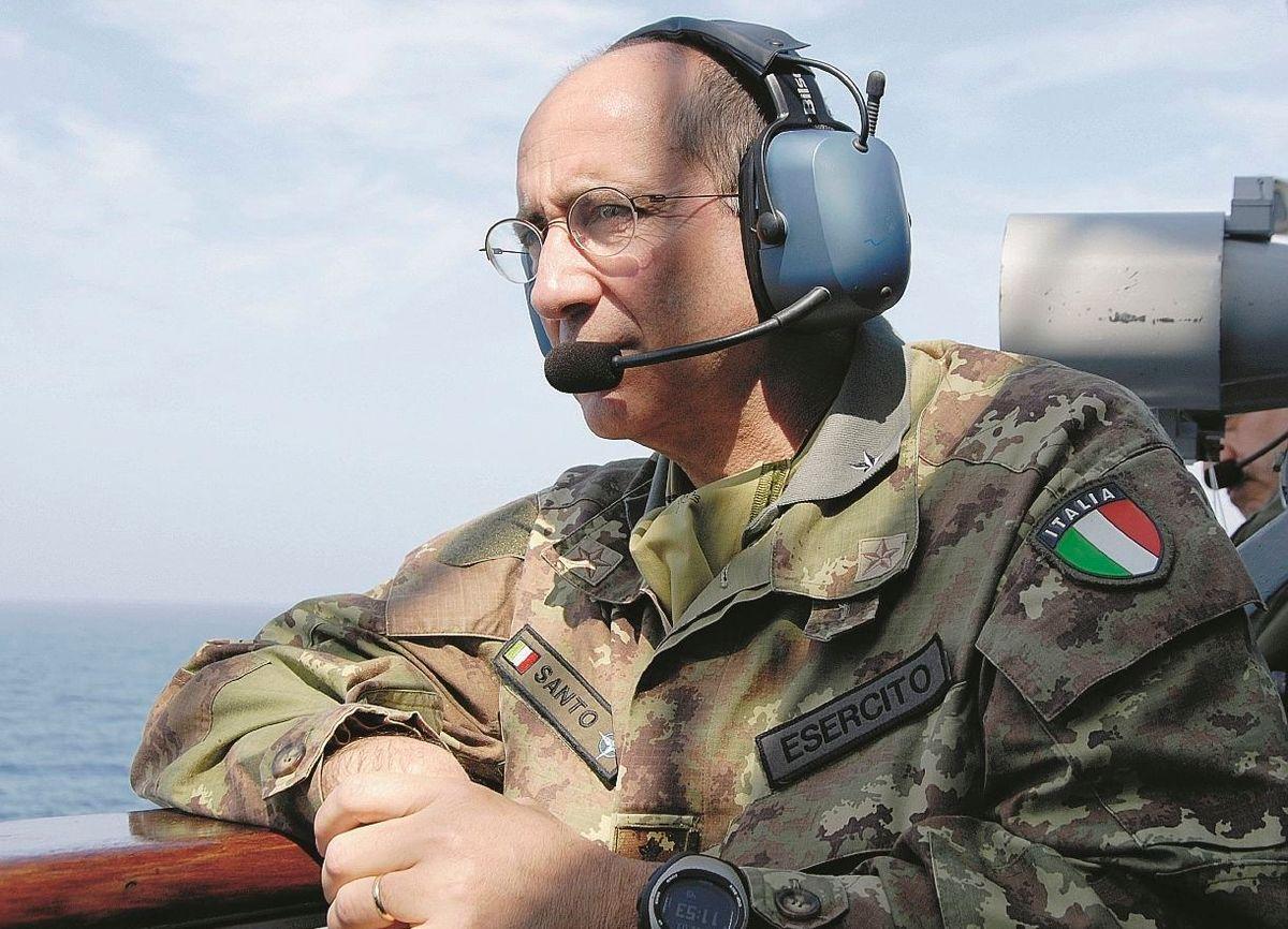 Il generale Vincenzo Santo: «Ora chiudiamo il mare»