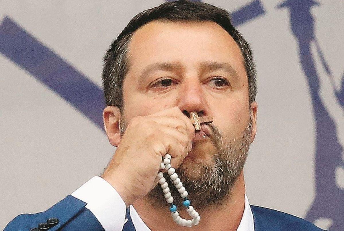 Basta che Salvini baci un rosario e il clero pro immigrati s'indiavola