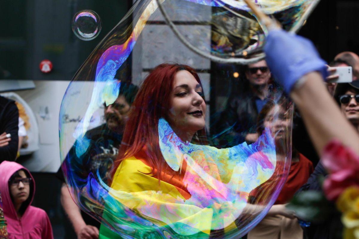 Bologna, legge contro l'omofobia. Congresso mondiale delle Famiglie: «Ancora più pericoloso dopo lo scandalo di Bibbiano»